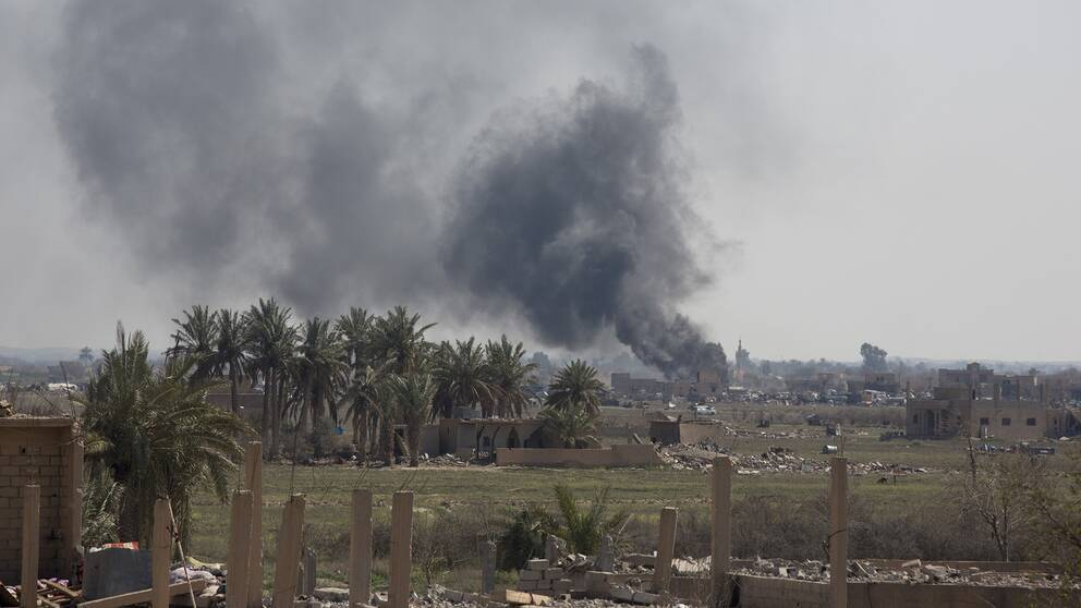 Ny offensiv inleddes under söndagen mot IS sista kontrollerade område i östra Syrien.