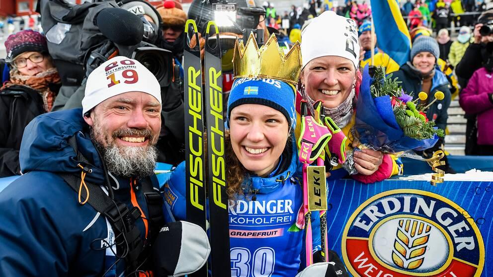 Hanna Öberg firar med hennes föräldrar