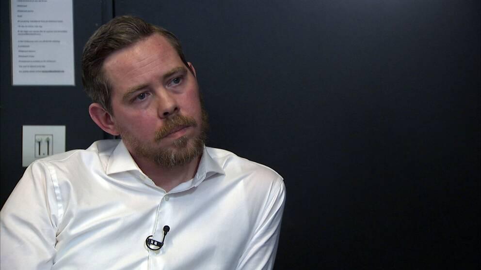 Kulturnyheterna har sökt Åsa Linderborg i två veckors tid. Istället svarar Eric Rosén, biträdande redaktör på Aftonbladet, på kritiken.