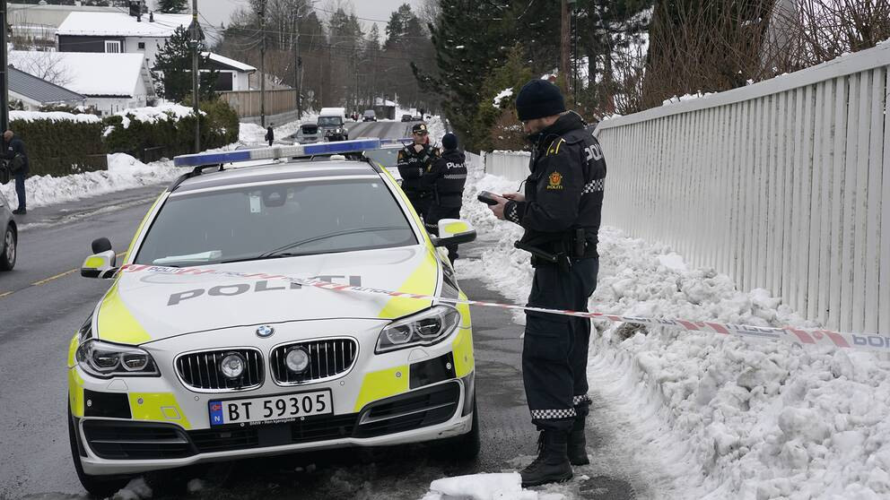 Polisen utanför Tor Mikkel Waras bostad.