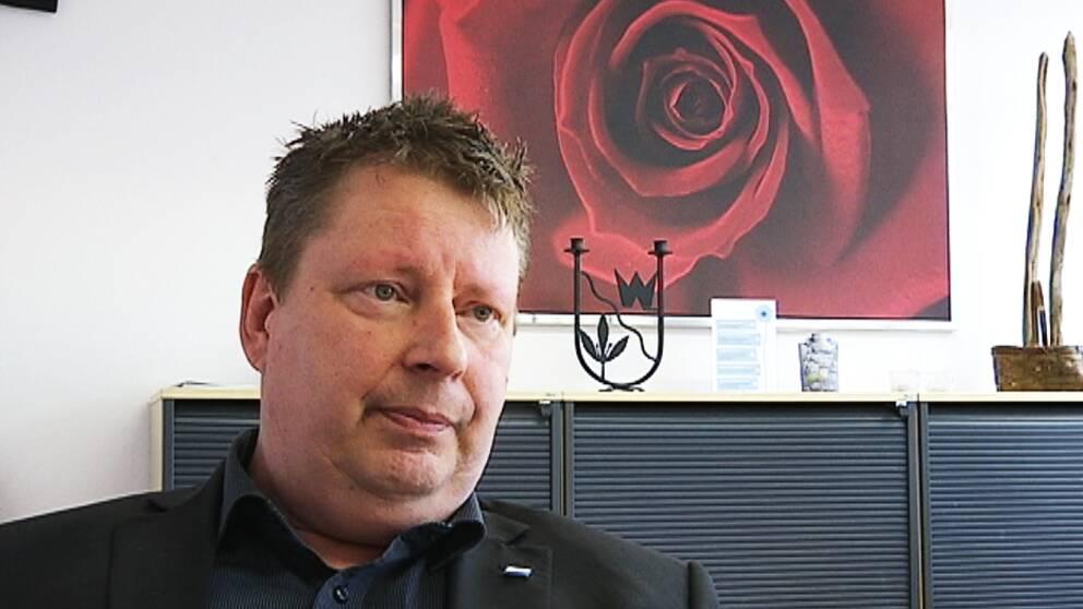 Kommunalrådet i Forshaga, Per Lawén (S), anser att nazisterna är ett hot mot demokratin