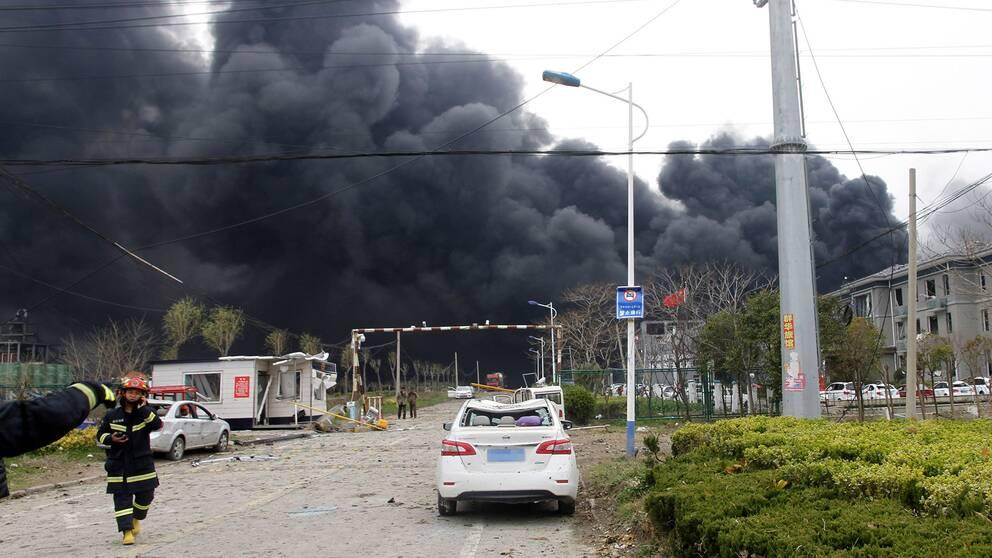 Många har omkommit efter en explosion vid en kemikaliefabrik i östra Kina