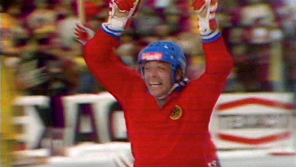 S-O Sandström jublar efter att ha gjort 4-5-målet i SM-finalen mot Ljusdal 1973.
