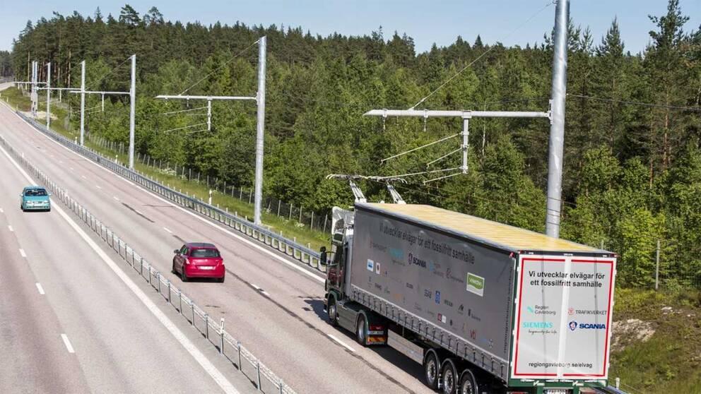 Utanför Sandviken finns demonstrationsanläggningen för elvägar för tunga lastbilar.