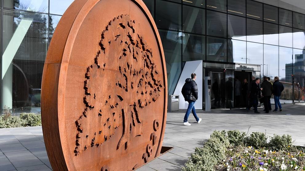 Ekobrottsmyndigheten genomförde under onsdagen en razzia mot Swedbanks huvudkontor.