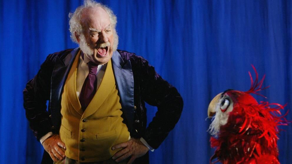 """Den norske skådespelaren spelade doktor Dyregod i teaterföreställningen """" Dr Dyregod og den magiske apeskatten"""" som begav sig ut på turné 2002"""