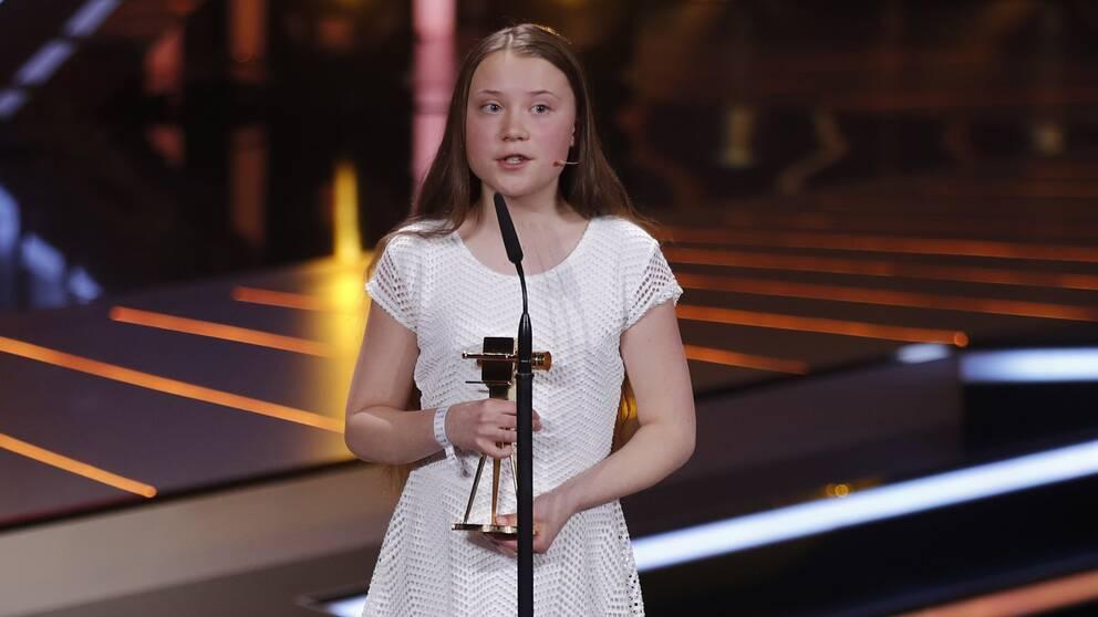 """16-årige klimataktivisten Greta Thunberg tar emot """"Guldkamera"""" i Berlin."""