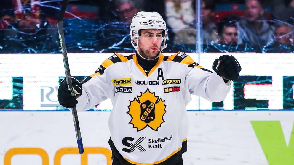 Joakm Lindström avgjorde matchen med sina två mål.