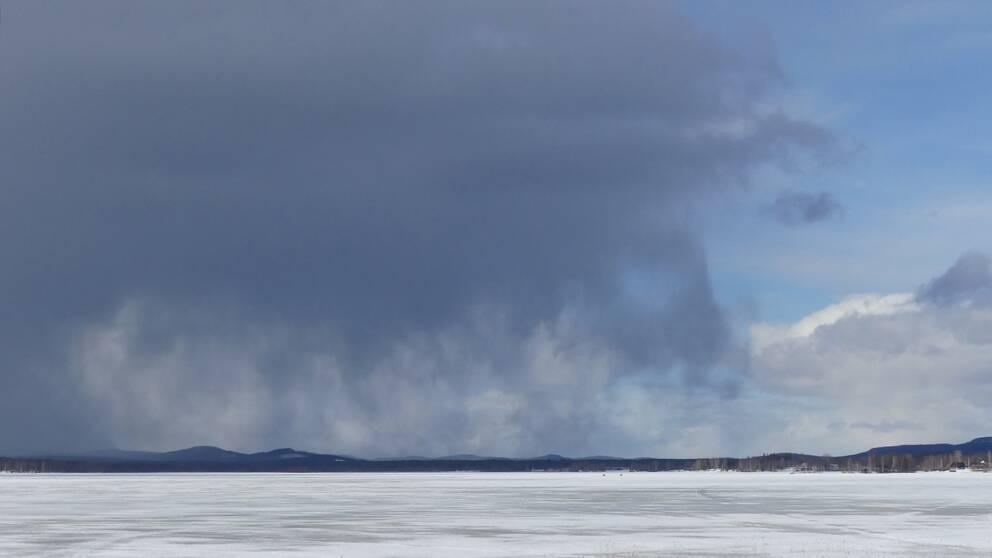 Vädret på himmlen Sö 31 mars 2019. Det har varit soligt och blåsigt fre, lö och söndag.
