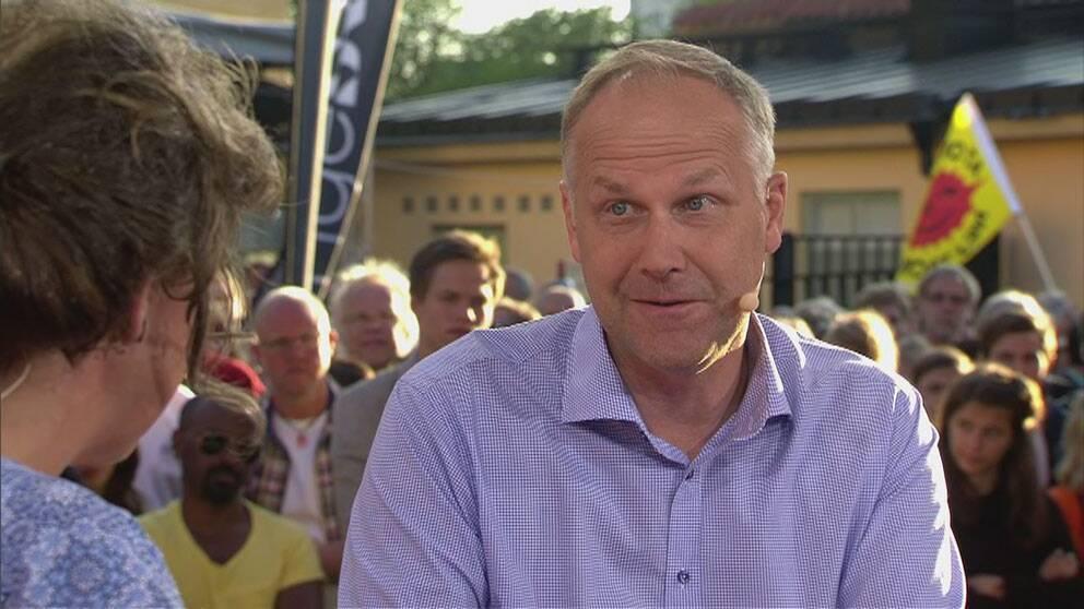 """""""Skiter björnar i skogen?"""" blev Jonas Sjöstedts svar i SVT:s Debatt på frågan om han vet att SD det finns rasister i SD."""