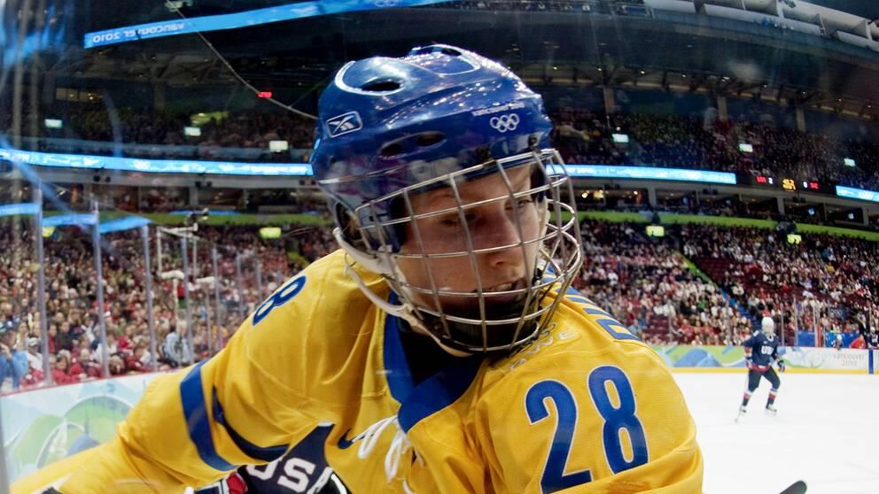 Danijela Rundqvist spelade en säsong i Burlington Barracudas i CWHL.