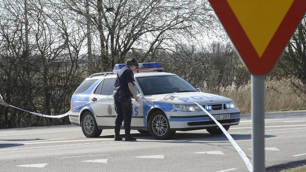 Skottlossning mot polispatrull efter trafikolycka.