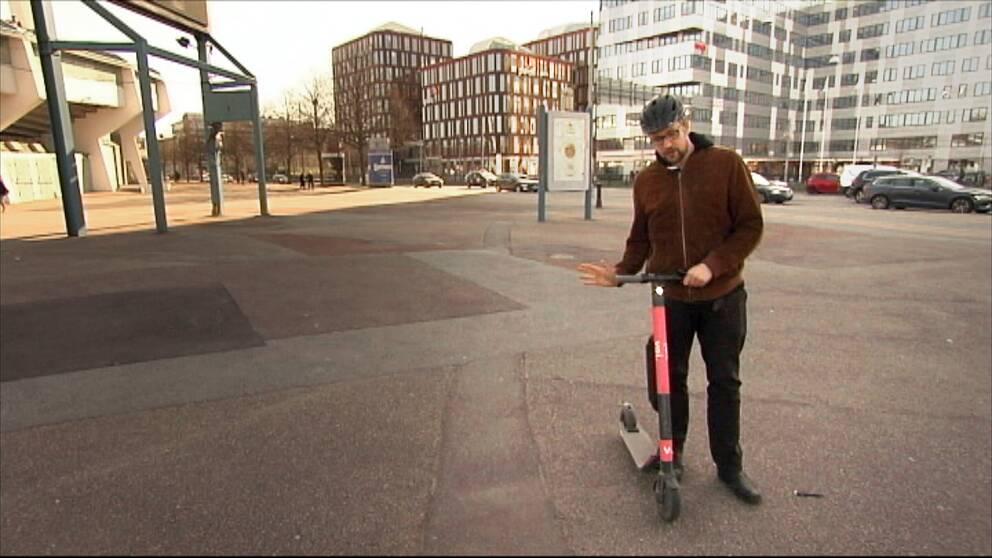 Hör Albin Ekman berätta om olyckan med sparkcykeln
