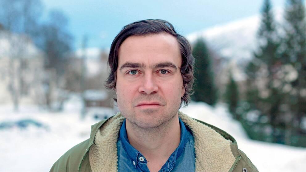 Den norsksamiska författarenSigbjørn Skådenger nu ut sin första bok på svenska.
