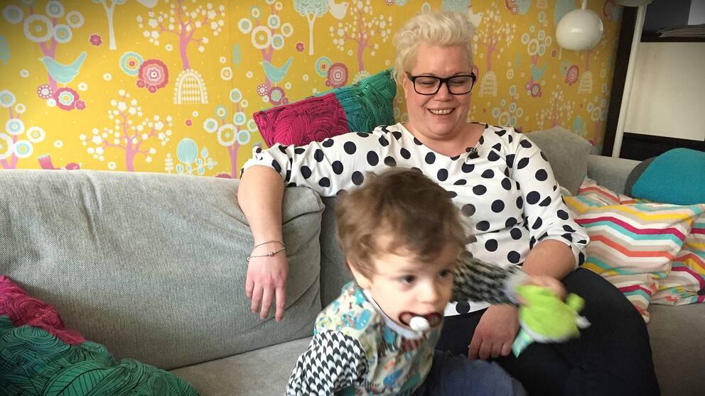 Jessica Tenser och sonen Harry, 2,5 år