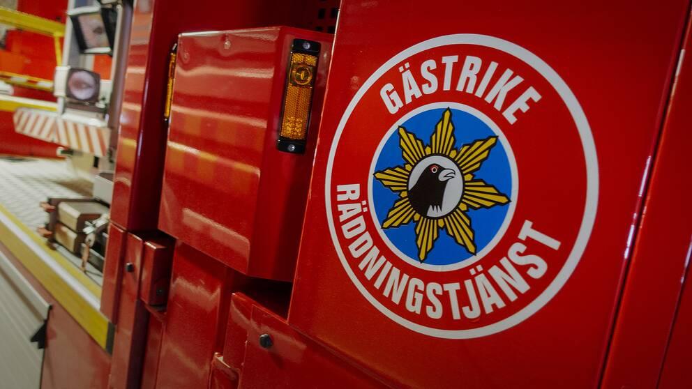 Gästrike räddningstjänsts logotyp på en brandbil.