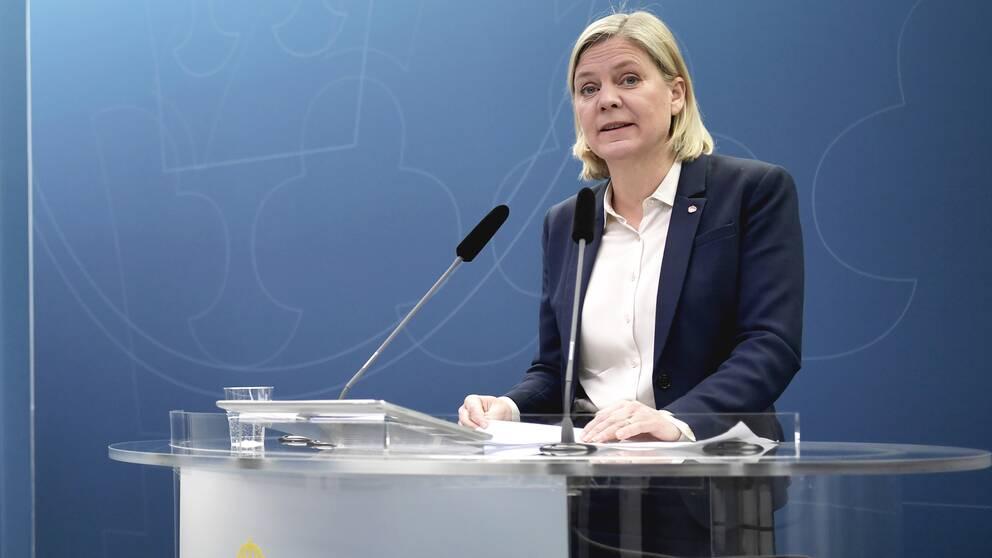 Finansminister Magdalena Andersson (S) presenterar en budgetprognos under en pressträff i Rosenbad.