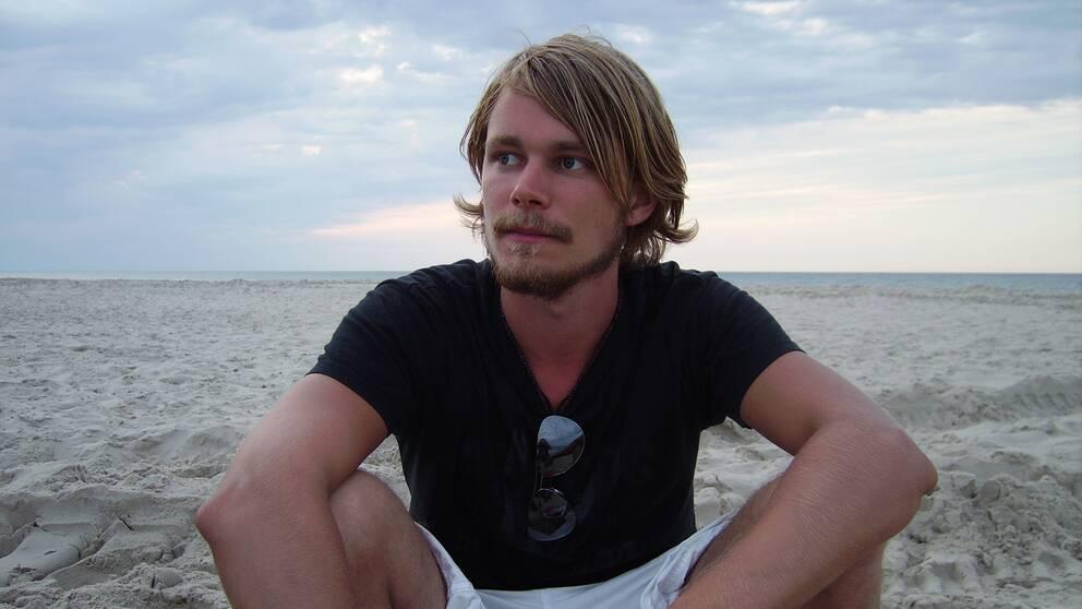 Hannes, 34, hade fångats upp av samhällets skyddsnät. Trots det tog han sitt liv.