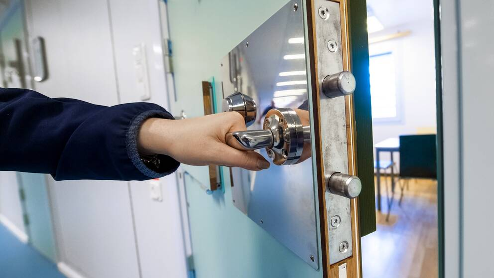 Dörren till cell häktet Huddinge