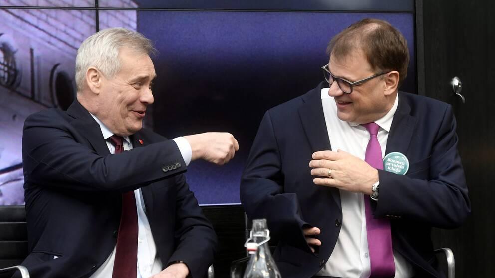 Socialdemokraternas partiledare Antti Rinne och Centerpartiets partiledare Juha Sipilä under en av partiledardebatterna inför valet.