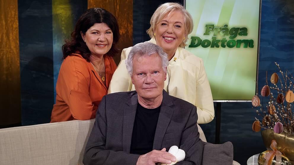 Björn Klinge i Fråga doktorns studio tillsammans med Suzanne Axell och Karin Granberg.
