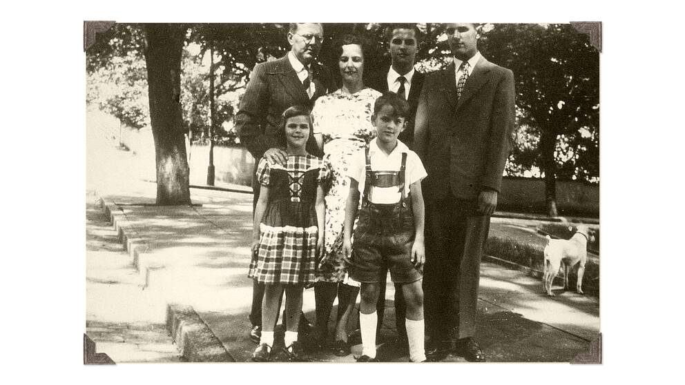 Bilden är daterad 1950 i Brasilien. Föräldrarna, Ralf och Walther bakom Silvia och brodern Jörg.