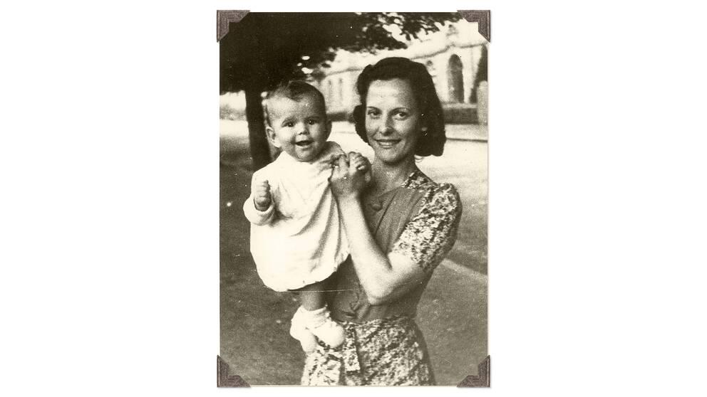 Familjen var splittrad under andra världskrigets sista år. Ralfs lillasyster Silvia föddes 1943 då brodern var evakuerad till Danmark. Bilden är daterad 1944.