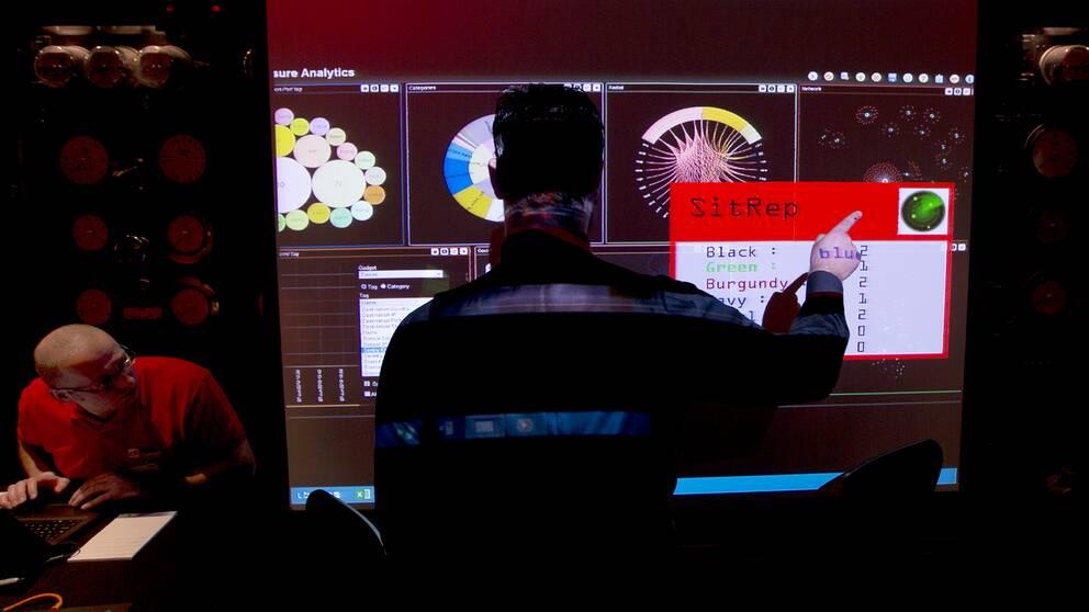 Den brittiska signalspanings- och cybersäkerhetsmyndigheten GCHQ övar cyberförsvar.