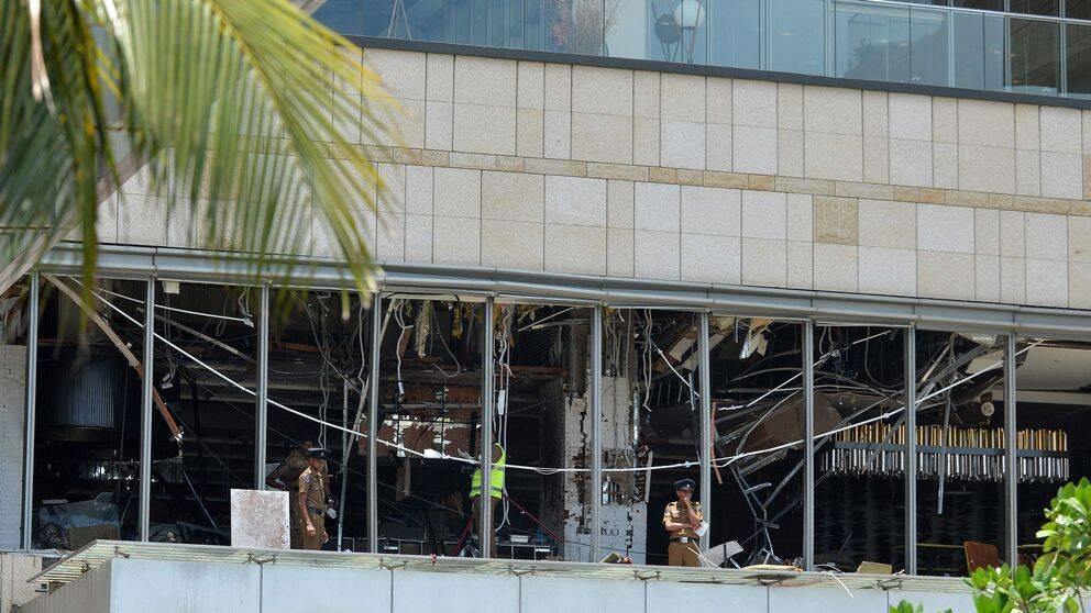Polis utanför Shangri-La hotel i Colombo den 21 april 2019.