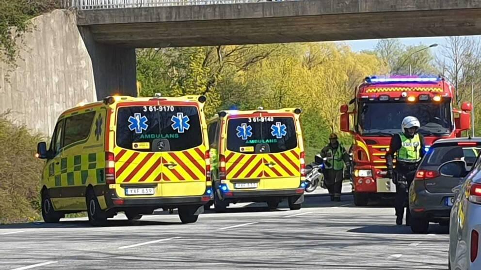 Bil voltade ner från en bro på Axel Danielssons väg i Malmö på påskdagen.