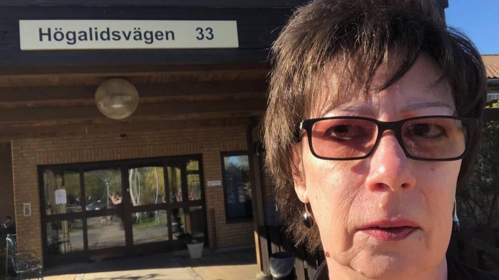 – Jag tycker det är skandal att jag som anhörig inte blev uppringd om detta. Då hade jag kunnat sitta hela påskhelgen hos pappa för att vi skulle känna oss trygga, säger Caroline Henriksson.