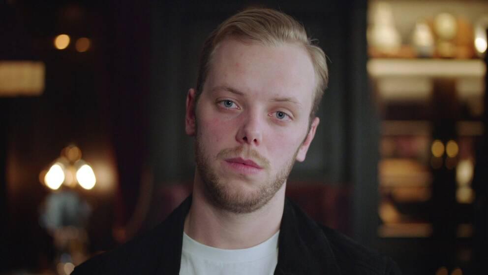Carl Déman är internetkomiker.