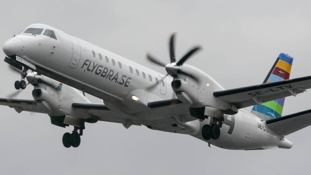 Ett flygplan som trafikeras av flygbolaget BRA.