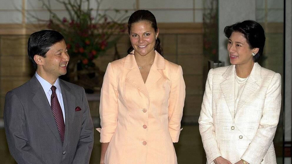 Kronprinsessan Victoria togs emot av det blivande kejsarparet Naruhito och Masako i Tokyo i oktober 2001.