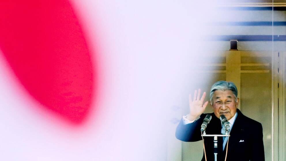 Den avgående kejsaren Akihito fick dispens av parlamentet att abdikera av hälsoskäl.