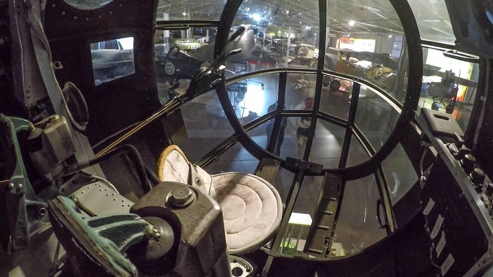 Bild inifrån cockpit i SAAB B18B