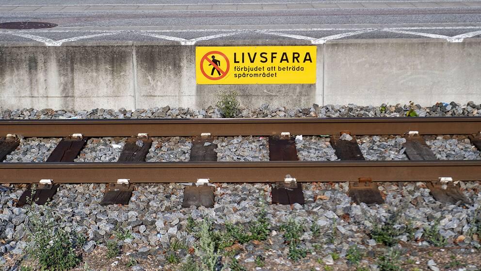 Trafikverket varnar inför valborg. Att röra sig i spårområdet är förknippat med livsfara.