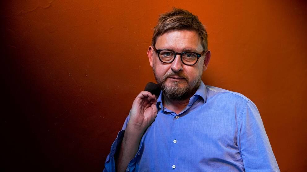 """Fredrik Virtanen är aktuell med boken """"Utan nåd – en rannsakan"""", som skildrar hans syn på Metoo och våldtäktsanklagelserna mot honom hösten 2017."""