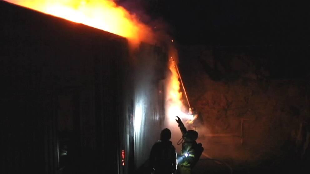 Under natten larmades polis och räddningstjänst till Grundläggaregatan i Hageby i Norrköping, med anledning av en brand i en moskébyggnad som är under uppbyggnad.