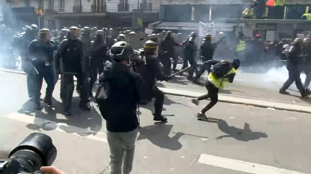 Över 150 personer har gripits i Paris efter våldsamma protester. Kravallpolis har sprejat tårgas och motat undan maskerade demonstranter.