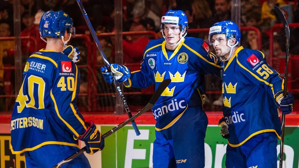 Loui Eriksson, i mitten, jublar efter sitt 2–1-mål mot Ryssland.