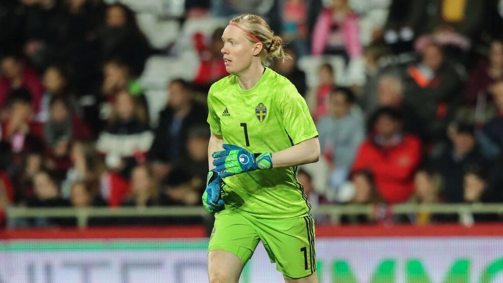 Hedvig Lindahl vill stanna utomlands.
