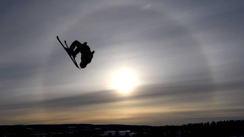 This picture is part of Bildbyrån's selection of the 100 best sports photos from 2018. Originally published 20 180 320. Jesper Tjäder, ÖFS, competes in free skiing big air qualification during day one of the Swedish Championships on March 20, 2018 in Skellefteå.