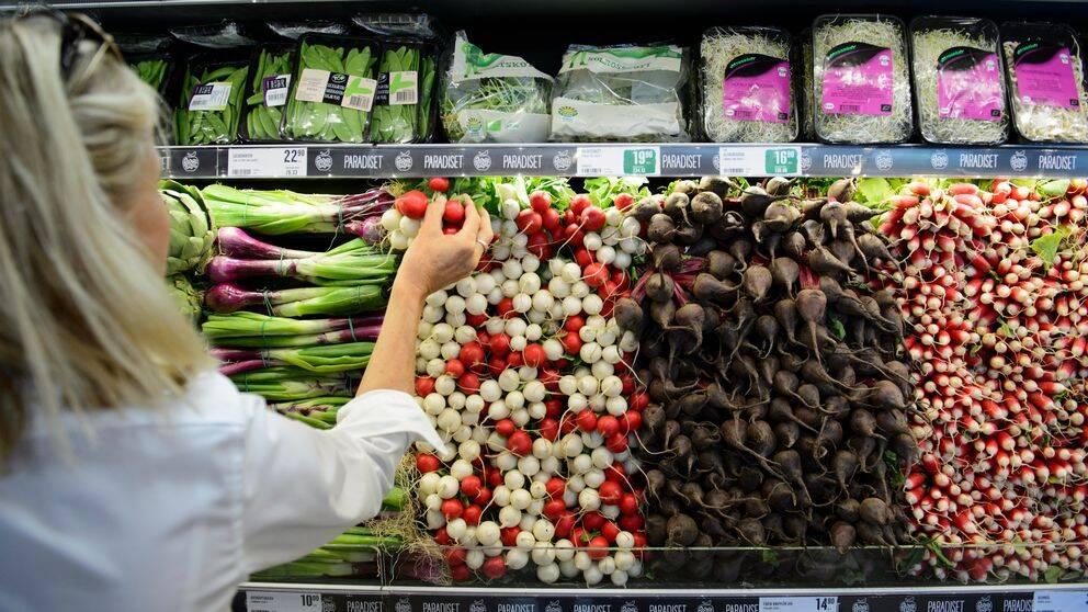 Grönsaker till salu i i ekologisk matbutik i Stockholm.