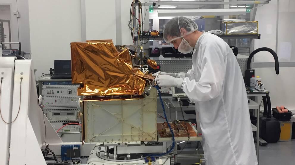 Vi har en lång svensk tradition att bygga på, vi har gjort flera små men väldigt bra satelliter, säger Ronnie Lindberg, projektledare vid Rymdstyrelsen.