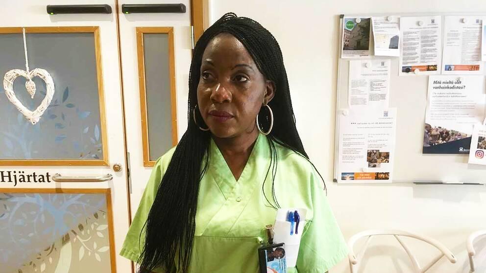 Mercy Maseko jobbar som vårdbiträde på Bergvikens äldreboende.