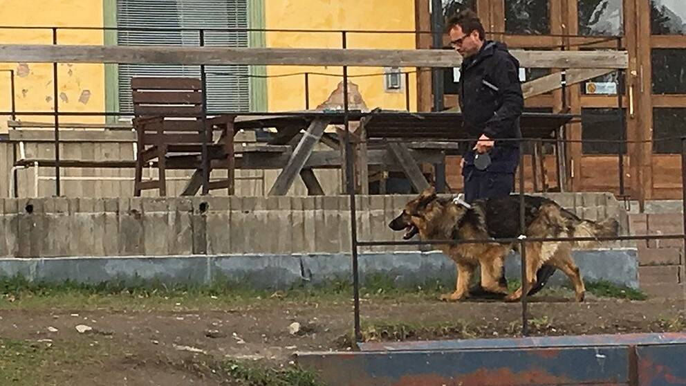 Polis med polishund