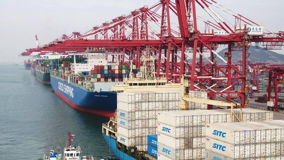 Containerfartyg i Qingdao i Kina.