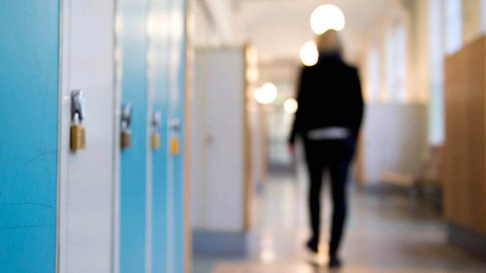 Skåp i en skolkorridor.