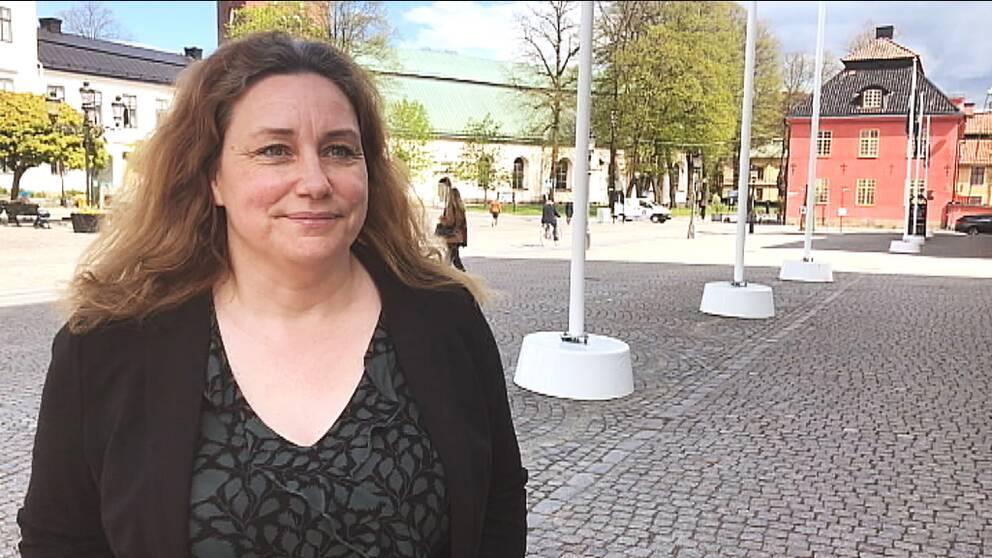 Martina Hallström (C) på torget i Nyköping.